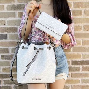 Bundle💕Michael Kors Bucket Bag & Wallet